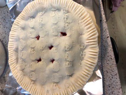 Blackberry pie recipe ready to bake
